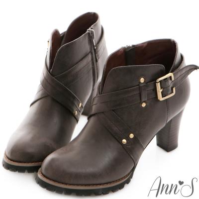 Ann'S時髦部落客.V口釦帶交叉踝靴-深咖