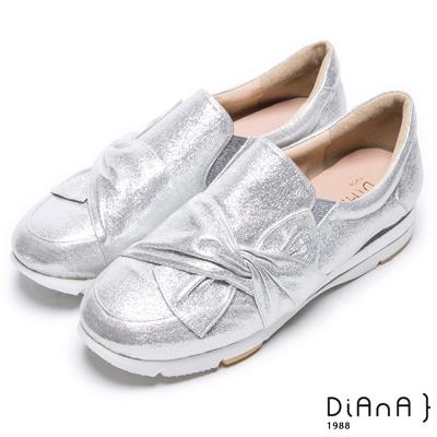 DIANA 休閒樂活--個性甜美抓皺蝴蝶結休閒鞋-銀