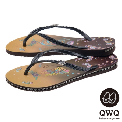 QWQ夾拖的創意(女) - 藝術塗鴨 彩蝶 側鑽鍊夾腳拖鞋 - 咖黑