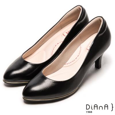 DIANA 漫步雲端輕盈美人B款--素雅真羊皮輕音制鞋-黑