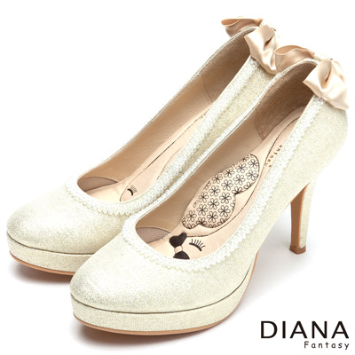 DIANA-漫步雲端LADY款-蝴蝶結水鑽滾邊跟鞋-金