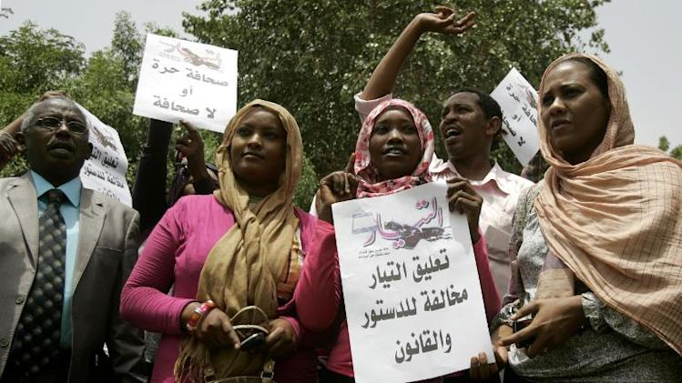 """Sudanese journalists hold slogans which reads in Arabic """"Press freedom or no press"""" at Sudanese Journalists Union's office in the capital Khartoum on July 17, 2012"""