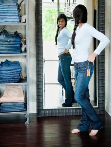 الجينز الضيق.. موضة مضرة Jeans-woman1-jpg_095